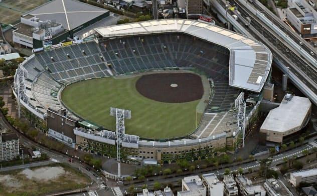 兵庫県西宮市の甲子園球場。第102回全国高校野球選手権大会の中止が決まった