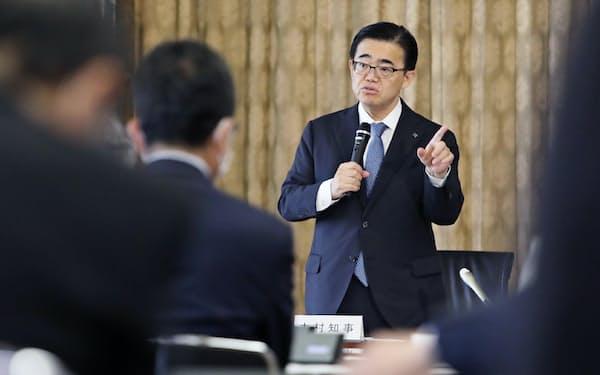 対策本部会議であいさつする愛知県の大村知事(26日、愛知県庁)