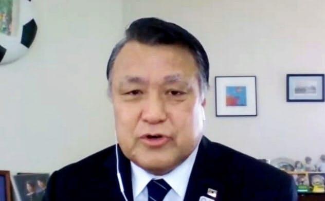 日本サッカー協会は田嶋会長が先頭に立ち、町のクラブやスクールを支援する融資制度を開始した=共同
