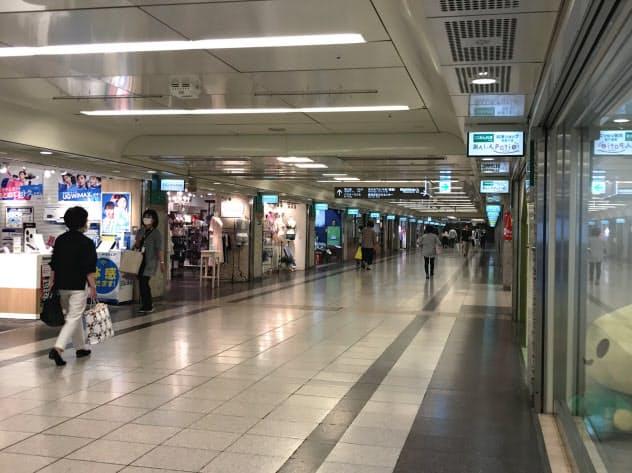 地下街の人出は徐々に戻りつつある(名古屋市中区)