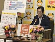 ミニブーケ配布など生花業界の支援を発表する中村時広知事(26日、県庁)