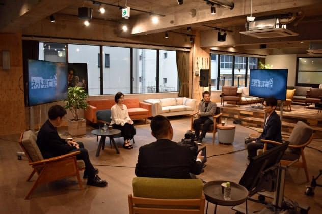 「ネット興亡記」を原作としたドラマの出演者や登場人物らが対談を行った(5月26日、東京・渋谷)