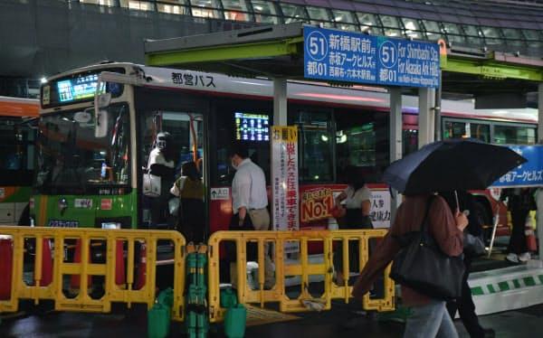 バスで帰路につく人たち(東京・渋谷)=森山有紗撮影