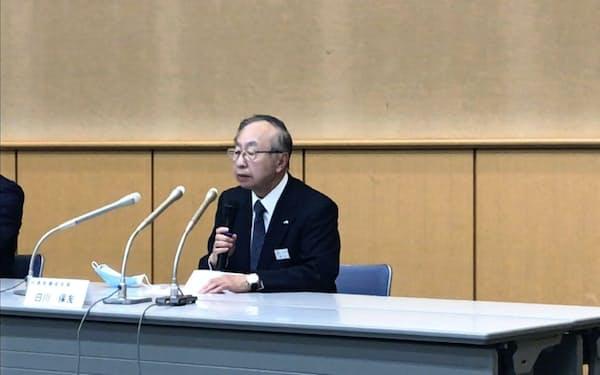6月の株主総会で退任する白川保友会長は記者会見で「JR北海道は思い切った構造改革が必要」と話した(26日、札幌市内の本社)