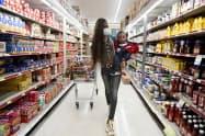 5月の米費者信頼感指数は3カ月ぶりにわずかに上昇した(20日、米メリーランド州のスーパー)=ロイター