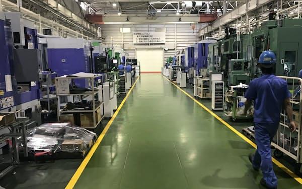 新型コロナなどの影響で需要が落ち込んでいる(三菱重工工作機械の工場)