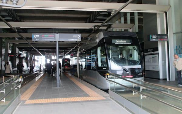 富山地方鉄道の5月の運輸収入は前年同月比7割減になる見通し(同社の路面電車)