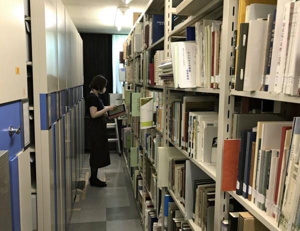 近世の古文書や近現代の公文書、様々な生活文化の資料など、分室も合わせ33万点以上を収蔵する
