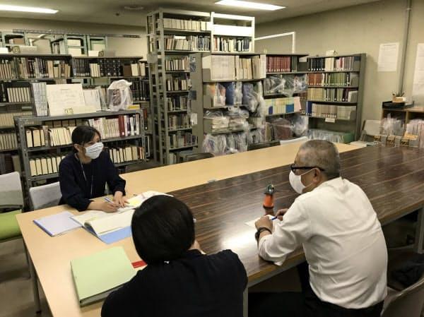 尼崎市立地域研究史料館の閲覧室。年間2千件前後の相談に対応している