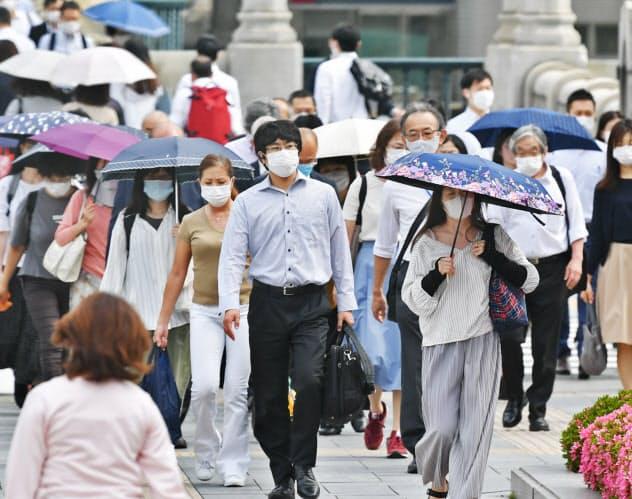 経済活動が再開しても、日本経済の回復にはまだ時間がかかる(大阪市北区)