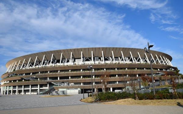 前期は五輪関連施設の竣工が相次いだ(国立競技場)