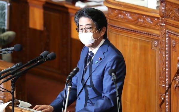 衆院本会議で答弁する安倍首相(5月12日)