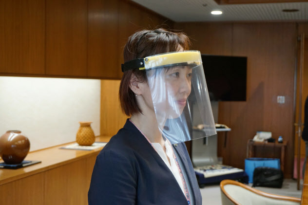 飛沫感染を防ぐ効果が期待される(静岡ガスが製作したフェースシールド)