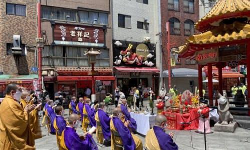 南京町で新型コロナの終息祈願祭が開かれた(28日、神戸市)