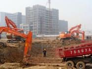 中国で稼働する日立建機のショベル