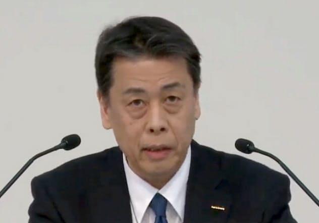 オンラインで記者会見する日産自動車の内田誠社長(28日)