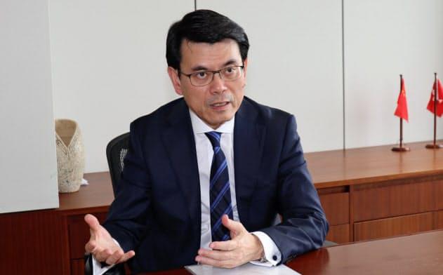 香港政府の邱騰華(エドワード・ヤウ)商務・経済発展局長