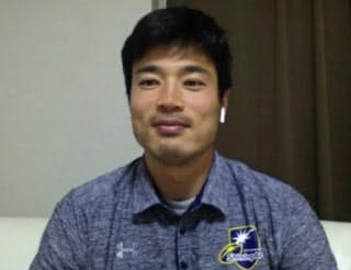インターネット上でインタビューに答える山田章仁