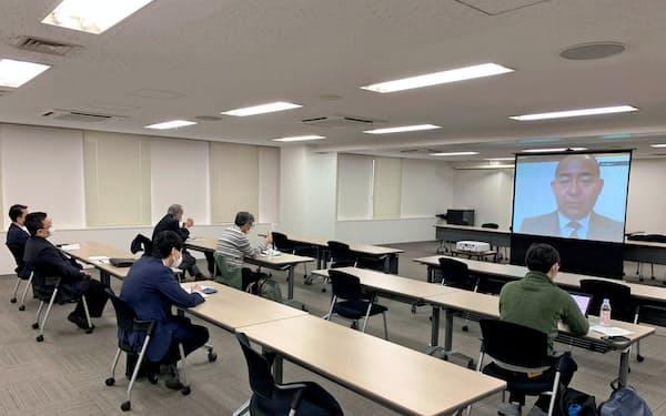 ガイアックスが開いた株主総会は、役員が自宅からズームで参加した(東京・渋谷)
