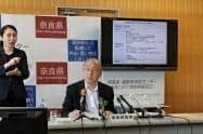 新型コロナウイルス感染症対策本部会議の終了後、記者会見する奈良県の荒井正吾知事