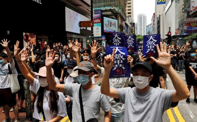 香港市民の抗議行動は、国家安全法制定をめぐり再び活発になっている=ロイター