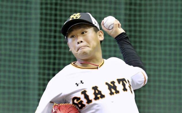 練習する巨人・田口(29日、川崎市のジャイアンツ球場)=球団提供・共同