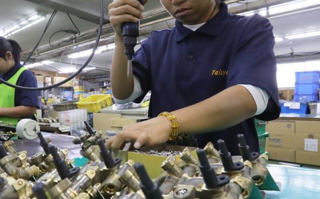 日本で就労する外国人への支援強化が求められている(技能実習生)