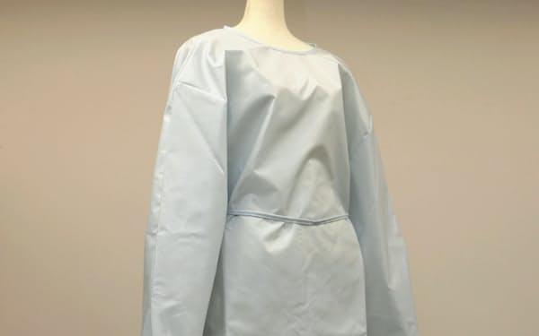 東洋紡が豊田合成などと共同で開発したエアバッグ生地を使った防護服