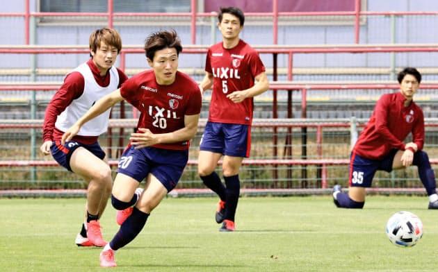クラブも徐々に練習を再開している(28日のJ1鹿島の練習)=KASHIMA ANTLERS提供・共同