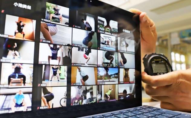 ビデオ会議システム「Zoom」を使ってトレーニングする豊川高校の水泳部員(愛知県豊川市)