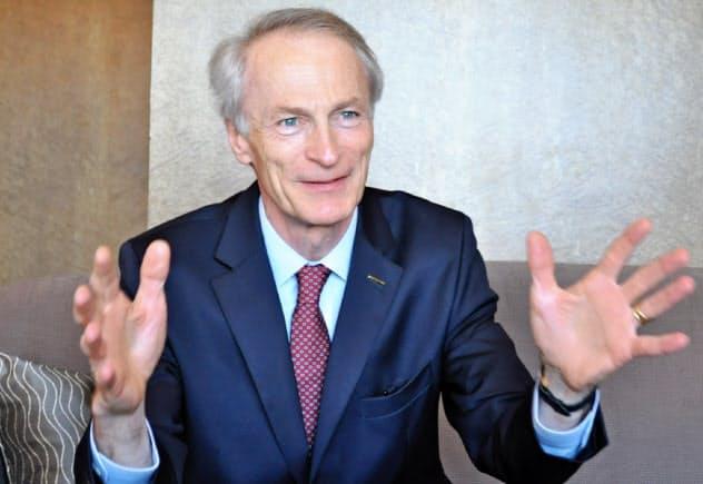仏ルノーのジャンドミニク・スナール会長が電話取材に応じた