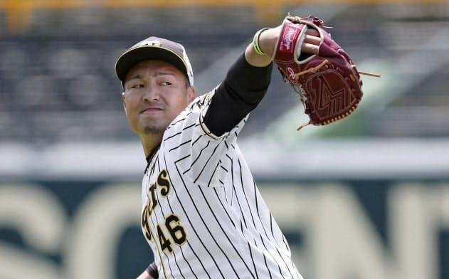 キャッチボールする阪神・秋山(30日、甲子園)=球団提供・共同