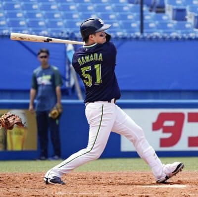 紅白戦で本塁打を放つヤクルト・浜田(30日、神宮)=球団提供・共同