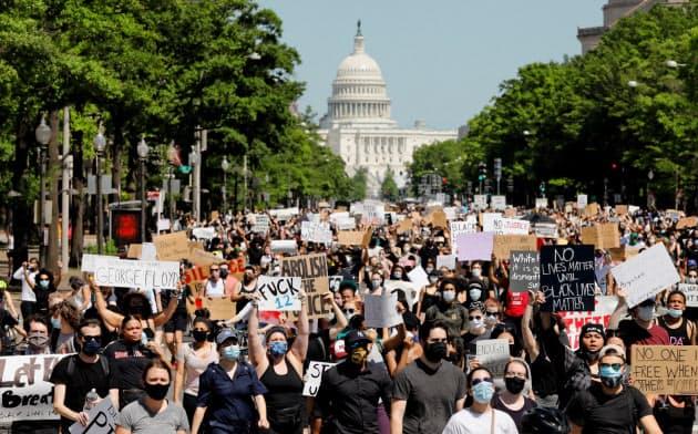 黒人暴行死デモ、全米に広がる コロナ禍で混迷一段と