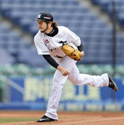 2年連続2度目の開幕投手に決まったロッテ・石川(31日、ZOZOマリン)=球団提供・共同
