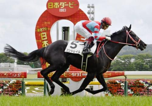 競馬の第87回日本ダービーを制したコントレイル(31日、東京競馬場)=共同