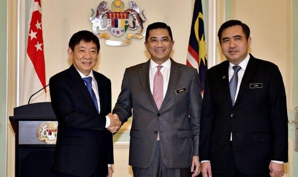 シンガポールとマレーシアは18年9月、20年5月末までの高速鉄道計画の凍結で合意していた=ロイター