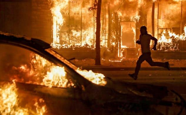 全米25都市で夜間外出禁止 黒人暴行死、デモ広がる