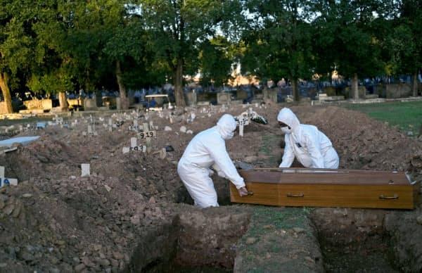 ブラジルの新型コロナによる死者数はフランスを超えた(29日、リオデジャネイロ)=ロイター
