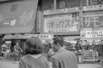 大阪・ミナミの戎橋近くにあった(オックスのショーが開かれた1969年当時)