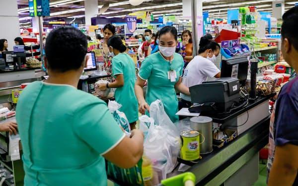 フィリピンで創業約1年の家事代行サービスが海外のVCから資金調達を実施した(フィリピンのスーパーの様子)=ロイター