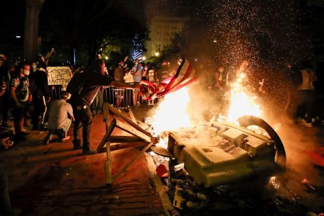 米デモ、40超の都市で夜間外出禁止 50年ぶり規模