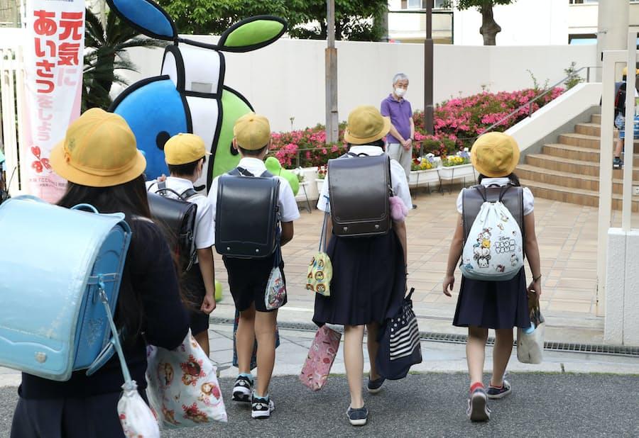 新型コロナ:授業再開、緊張の初日 登下校・休み時間も「新様式」: 日本 ...