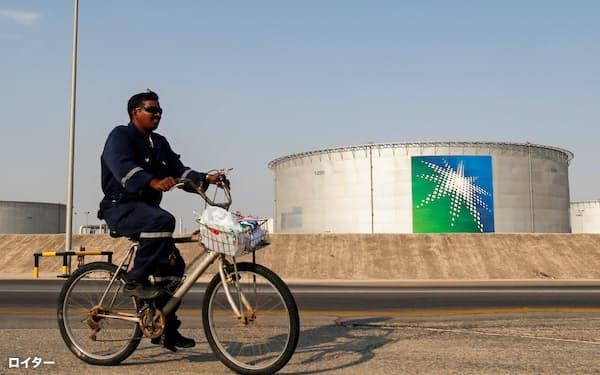 サウジアラビアは現在の大規模な協調減産の維持を探る(国営石油会社の施設)=ロイター
