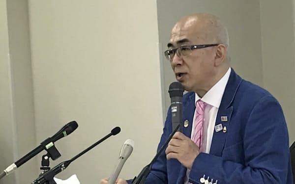 記者会見する大阪観光局の溝畑理事長(1日、大阪市)
