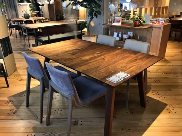 ウォールナットの椅子やテーブルが人気 (カンディハウス東京ショップ南青山)