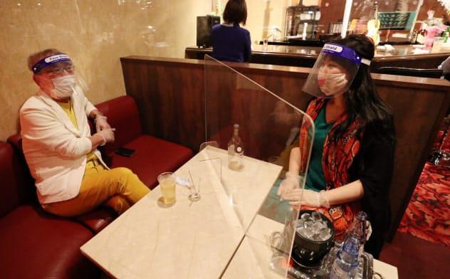 大阪・北新地、新たなネオン街へ 3密回避の接客探る