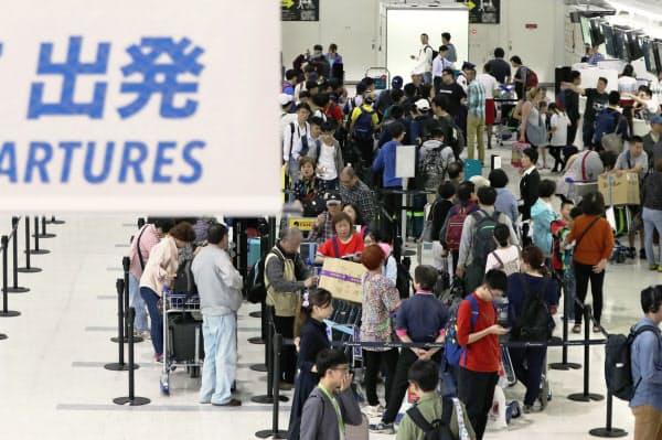 海外旅行客が国内で旅をするようになると日本の観光市場は広がる可能性がある(写真は成田空港、2018年撮影)