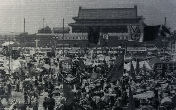 天安門事件直前の広場の様子(1989年5月中旬、香港の展示から)