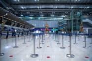 閑散とするバンコクのスワンナプーム空港(4月17日)=小高顕撮影
